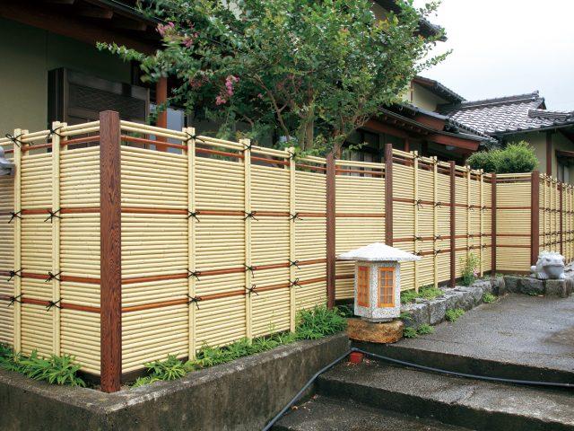 こだわりエコ竹のアイボリーさらしとエコすす竹の2色を使ったフェンス