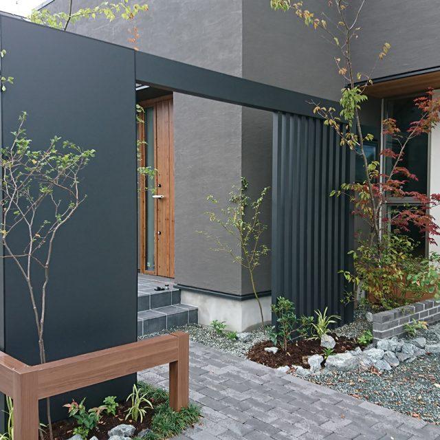 空間を引き締めるゲートデザイン