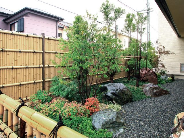 エバー15型 趣ゴマ竹を使って、落ち着いた和風庭園の目かくしに