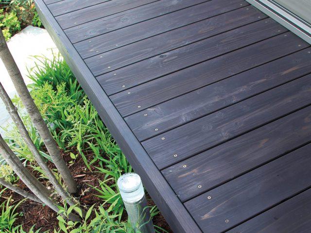 タンモクウッドをアジアンブラウンに塗装。腐りにも強い天然ウッド