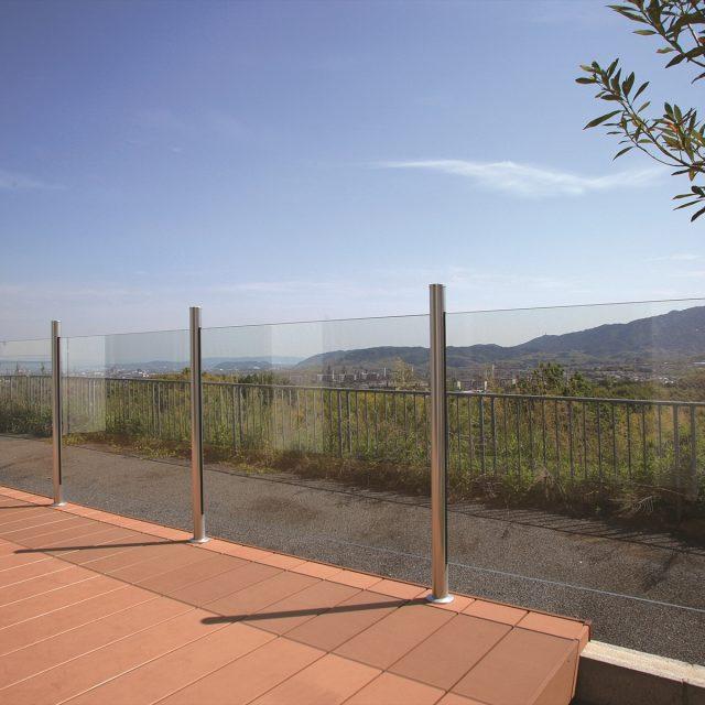景色を取り込むガラスフェンス
