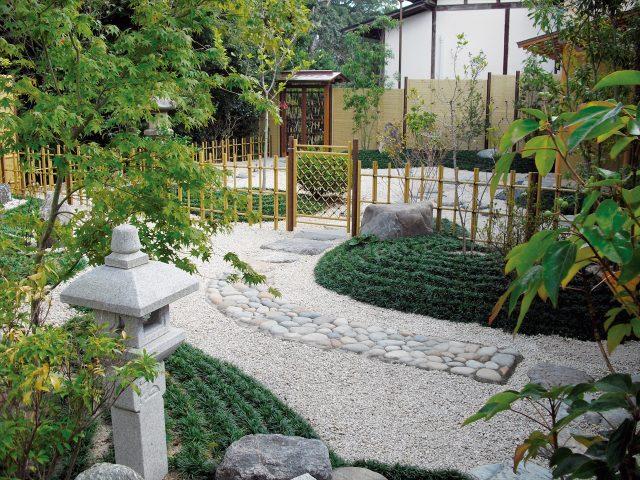 季節の移ろいが感じられる本格和風庭園