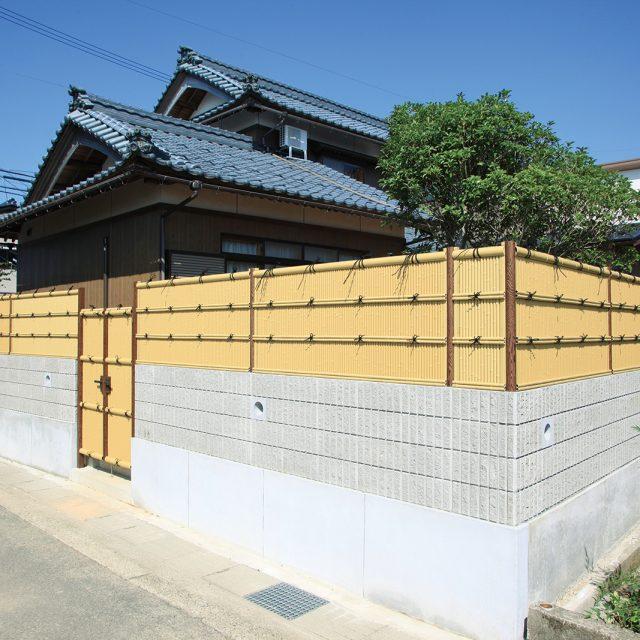 ブロック塀に清水垣フェンスをプラスして和風の印象に