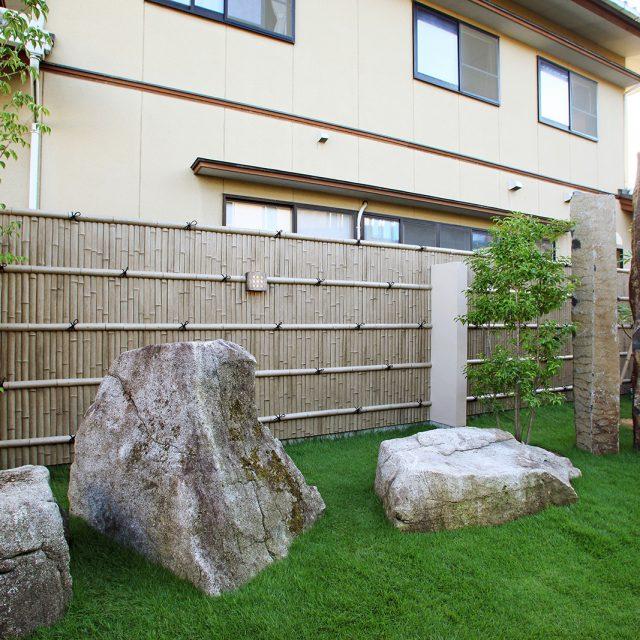 年月を経た古竹の雰囲気が上質感のある庭の演出に