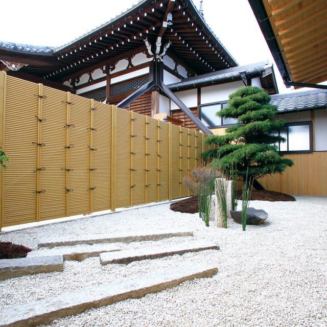 エバーみす垣を使用した美しい丸竹の垣