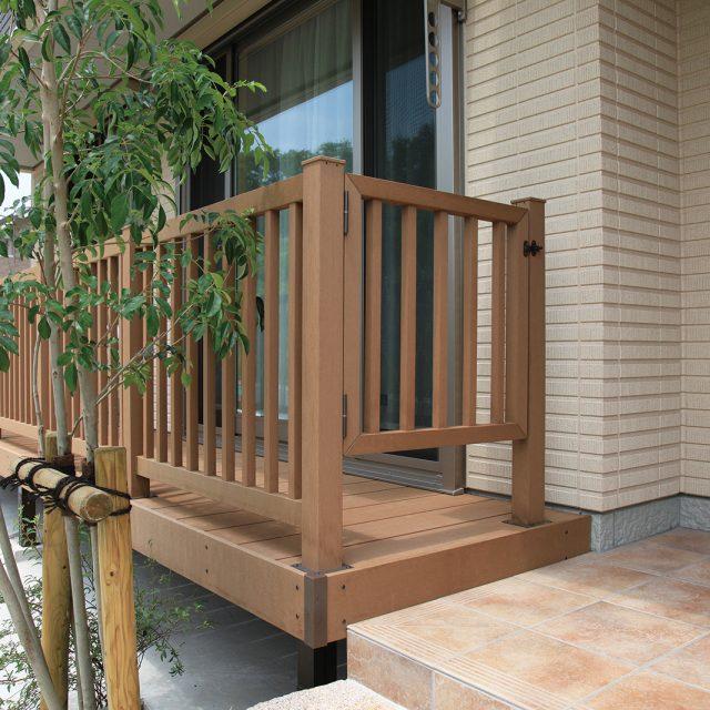 エバーエコウッドをフェンスや、デッキ手すりゲートにも使えます