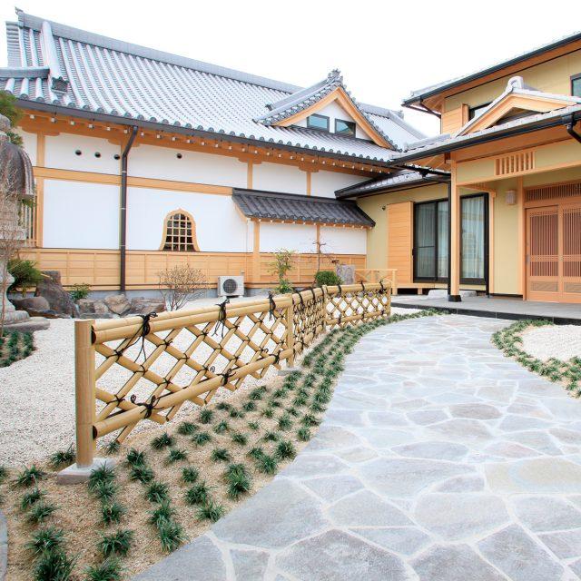 お庭に竜安寺垣フェンスL型を使用した現場