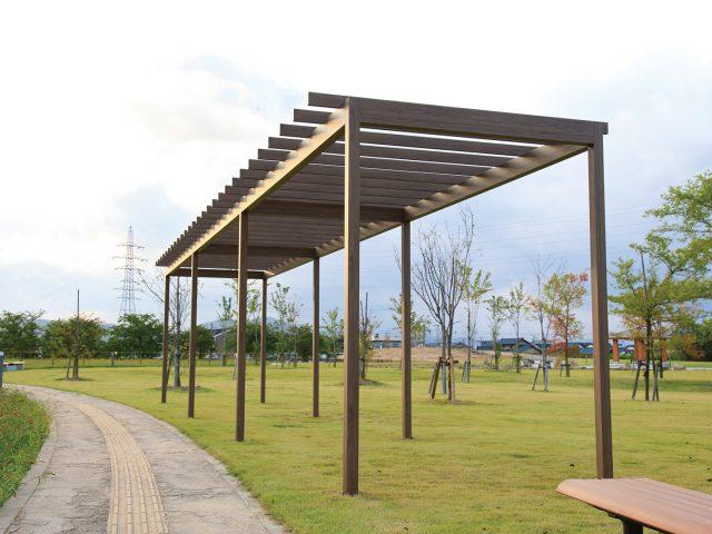 公園のアクセントにパーゴラ・ポーチ独立タイプを設置