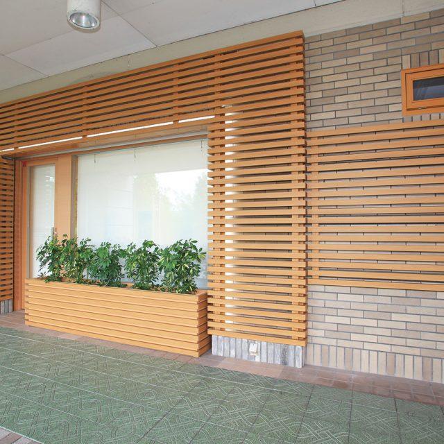 建物の雰囲気に合わせた高級感のある外観を