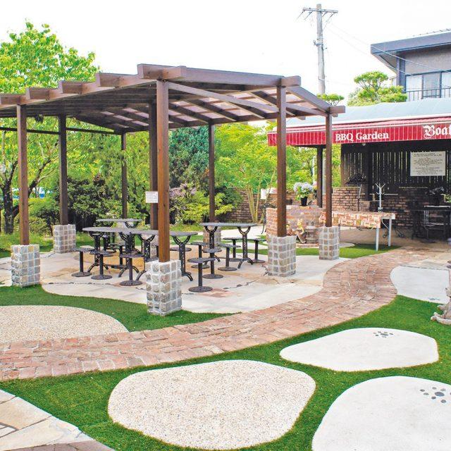お店の前に憩いの空間を。グリーンが美しい透水性人工芝プラッシュタイプ