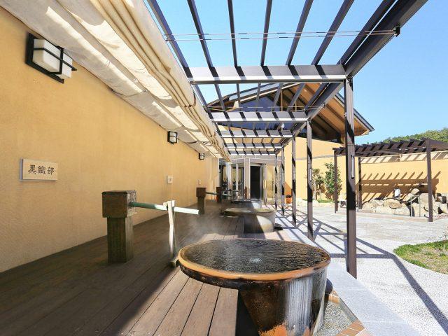 宿泊施設のお風呂にパーゴラ・ポーチ壁付タイプ、独立タイプを使用した現場