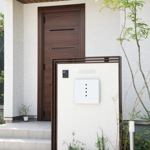 門袖をエバーアートウッドの笠木と格子材でデザイン