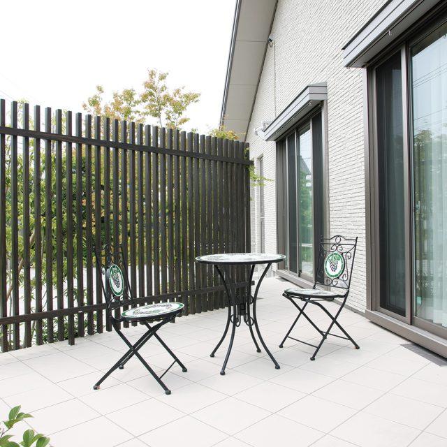 目かくしや空間のデザインアクセントに最適なフェンス