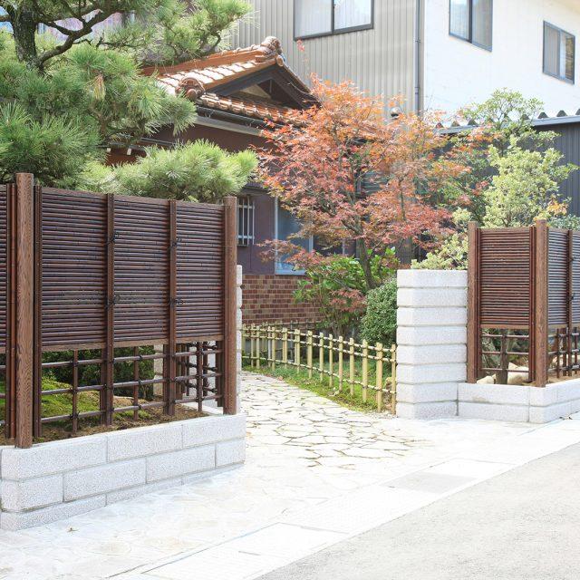 ユニットみす垣(すす竹)のカラーが情緒ある和風庭園を醸し出します
