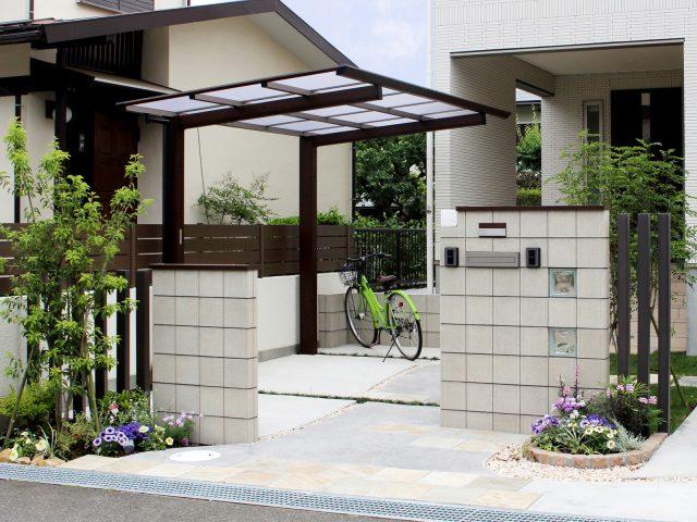 ひと回り小さなサイズはサイクルポートや狭小地用のカーポートとしても使えます
