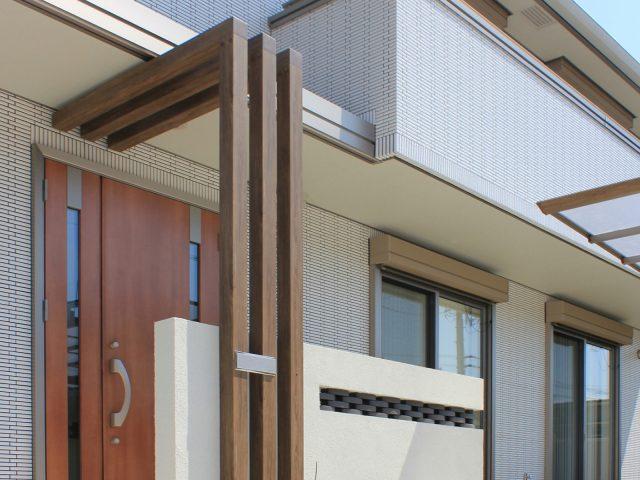 壁面のワンポイントや門柱と組み合わせることも可能です