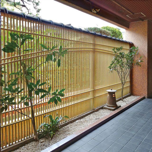 商業施設にエコ竹を使用したフェンス