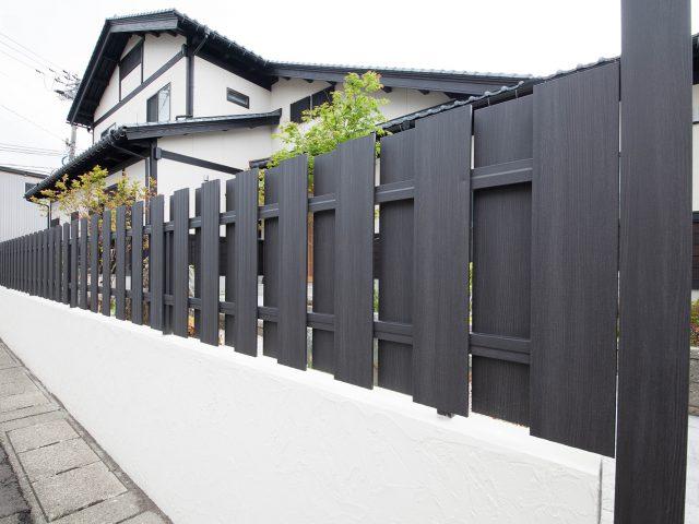 趣のある和の庭の背景や和風デザインの住宅の外構を彩るエバーアートウッド