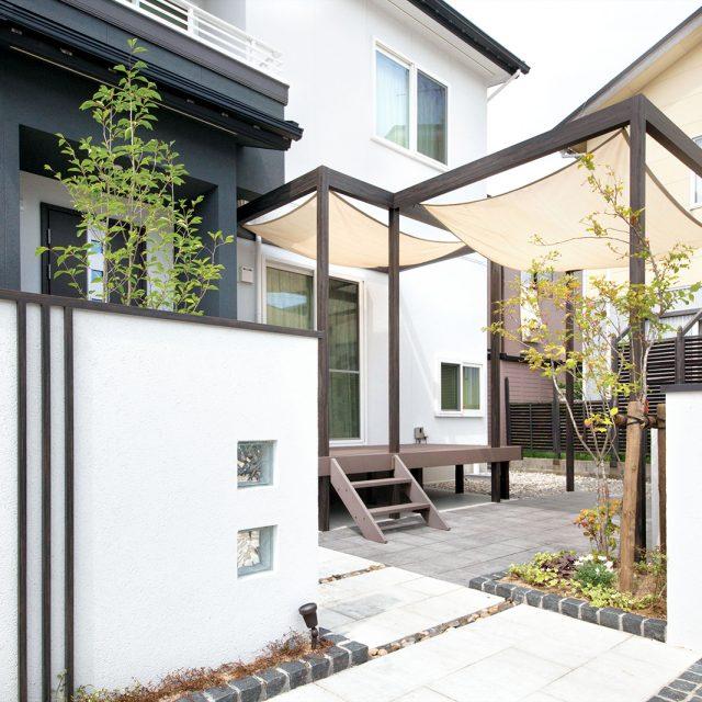 庭へと続くフレームデザイン