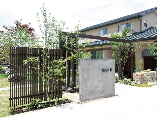 家の顔とも言えるフロントヤードをデザイン性の高い、高級感のある魅力のフロントヤードに