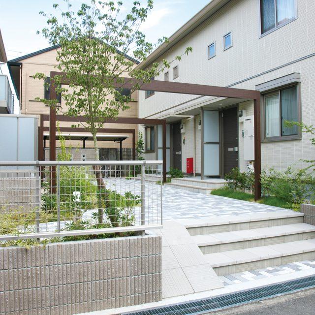 ホームヤードルーフシステム フレームを住宅のアプローチに