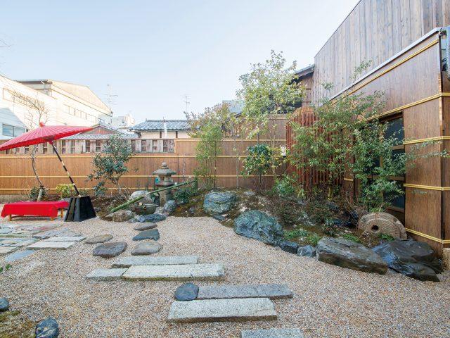 お客様をお迎えするおもてなしの空間である日本庭園