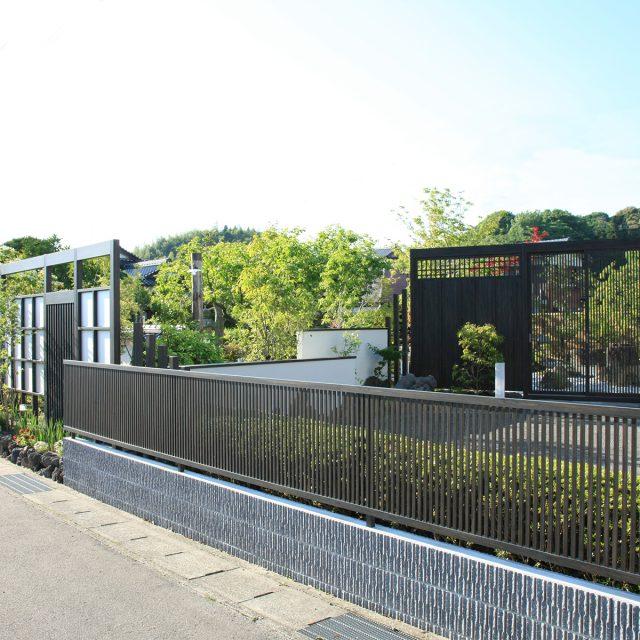 フェンス、門扉と合わせてフロントヤードをコーディネート