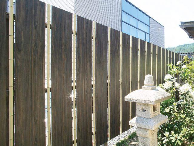 こだわり職人竹とエバーアートウッドの板塀を組み合わせた「こだわり大和塀ユニット」