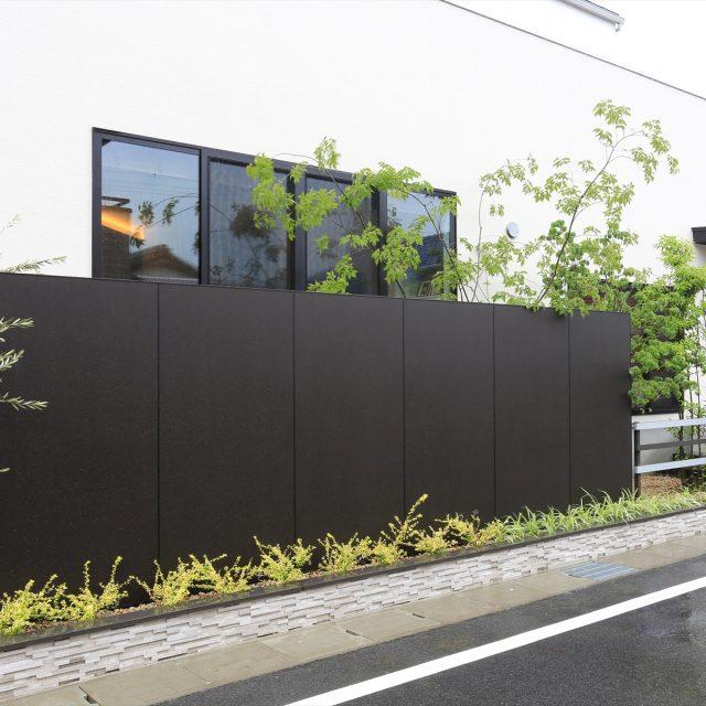 建物と一体感のある塀のデザイン