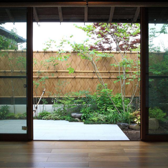 沼津垣をデザインした和風庭園