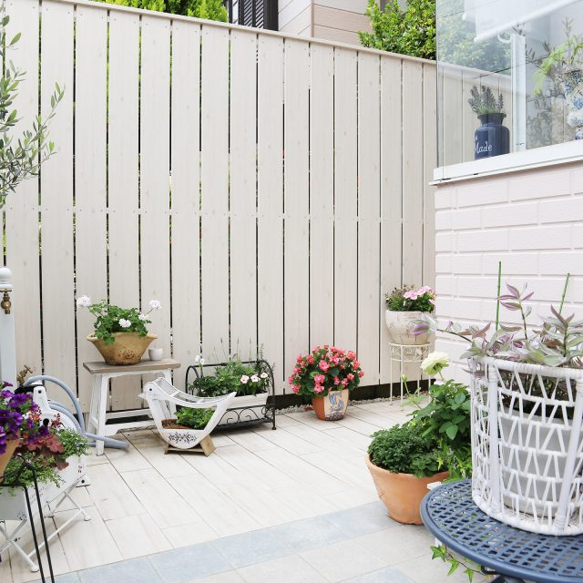 プライベートな空間づくりや家の外構にはフェンスが必ず必要です