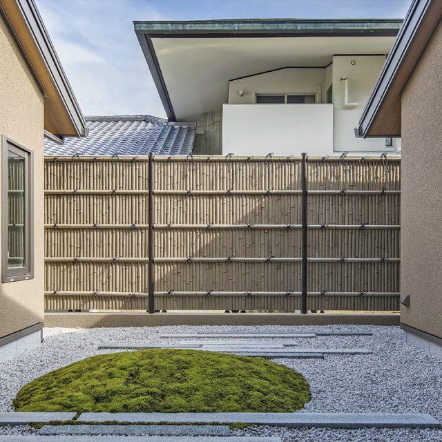 古竹の風合いが上質な雰囲気を醸し出す和風空間