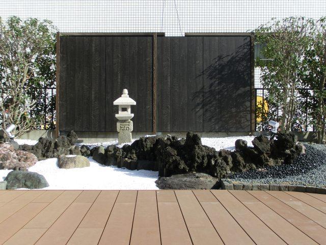 墨板の壁面を使って和風モダンの空間をつくる
