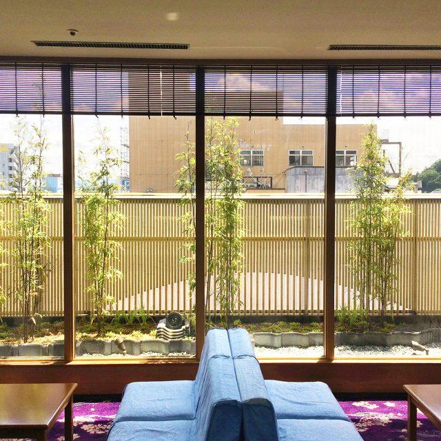 小屋根が付いたこだわりエコ竹のフェンス