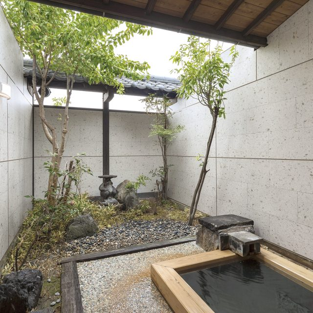 お風呂の壁面にエバーアートボードを使って全面を石柄デザインに