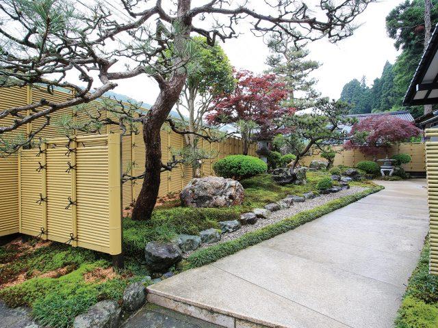 通気性も良いみす垣で和風庭園を彩ります