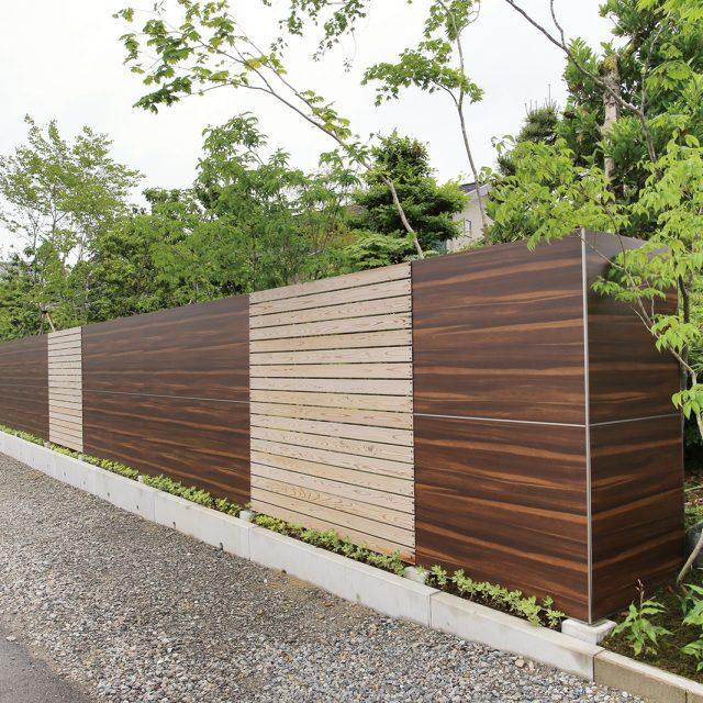 タンモクウッド平板(杉の炭化木材 無塗装)との組み合わせで、風通しも良好