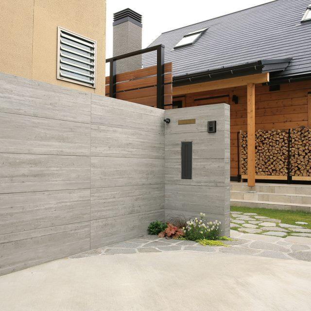 RC杉板を再現した壁面用のセラ ウォール