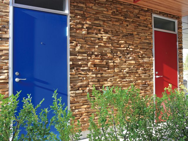 石組みの壁面と天井材のジャラの色合いが上手く調和しています