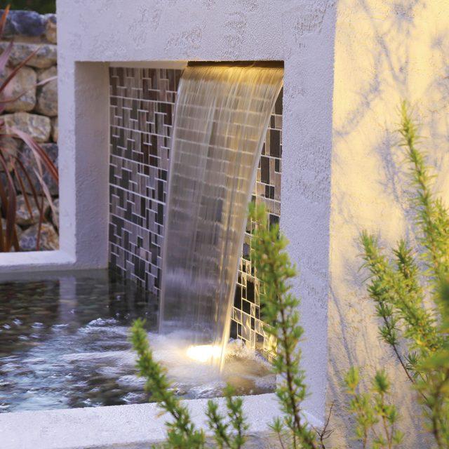 壁泉 ナイアガラの流れ