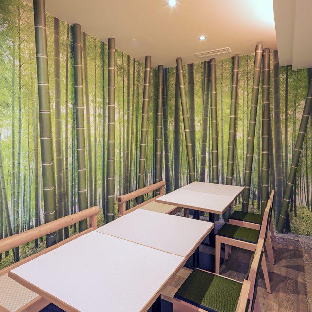 壁面の装飾用にアル銘竹で竹林の演出を