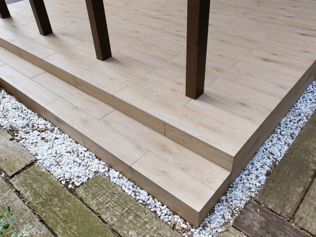木目調のデザインが楽しめる「セラ ウッディー」タイル