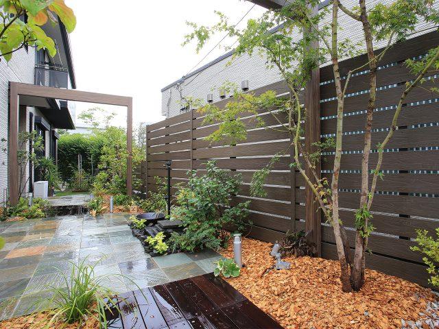 木目調のデザインが木の温もりを感じさせるモクプラボード リアル
