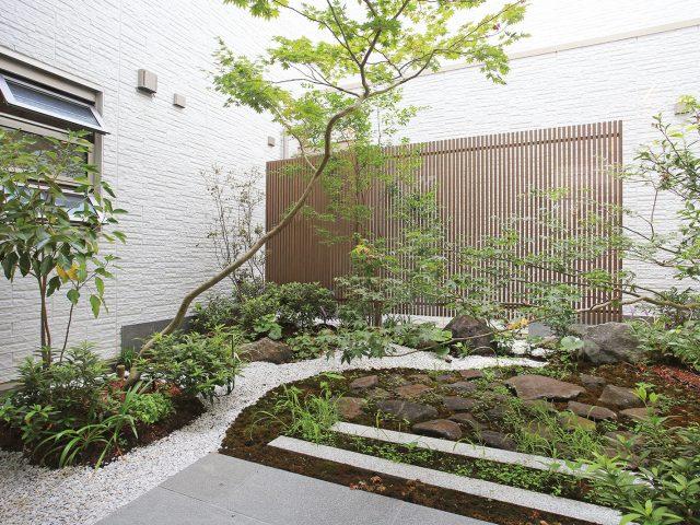 本格和風庭園からモダン和風まで、あらゆる和の空間に対応することが可能です