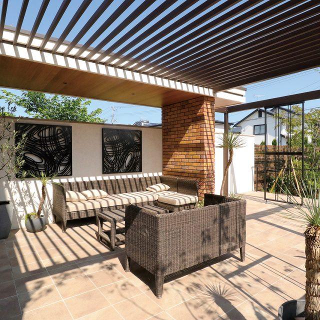 庭で快適に過ごすための空間づくり。エバーアートウッドで、創作的なリビングガーデンを創る