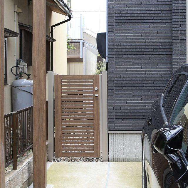 勝手口用の門扉として、板貼タイプなど豊富な種類から選べます