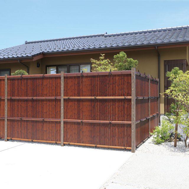 エコ竹清水垣の目かくし。落ち着いたすす竹の色が美しい