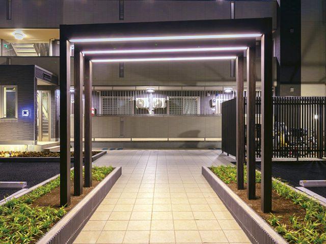 ホームヤードルーフシステム  フレーム ライティングフェイスで夜間のアプローチに光の演出