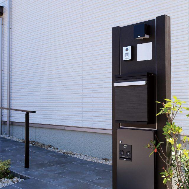 門柱本体、宅配ボックスのカラーをそれぞれ選べるこだわりのデザイン