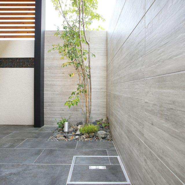 杉板目のコンクリートを再現したセラウォール RC杉板